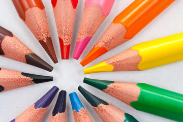 Triangular color pencils circle