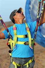 The glider pilot prepares for flight on a paraplane