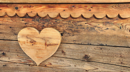 coeur en bois fixé