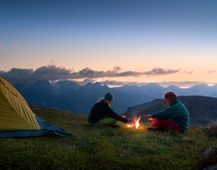 Fototapeten Camping couple camping at night