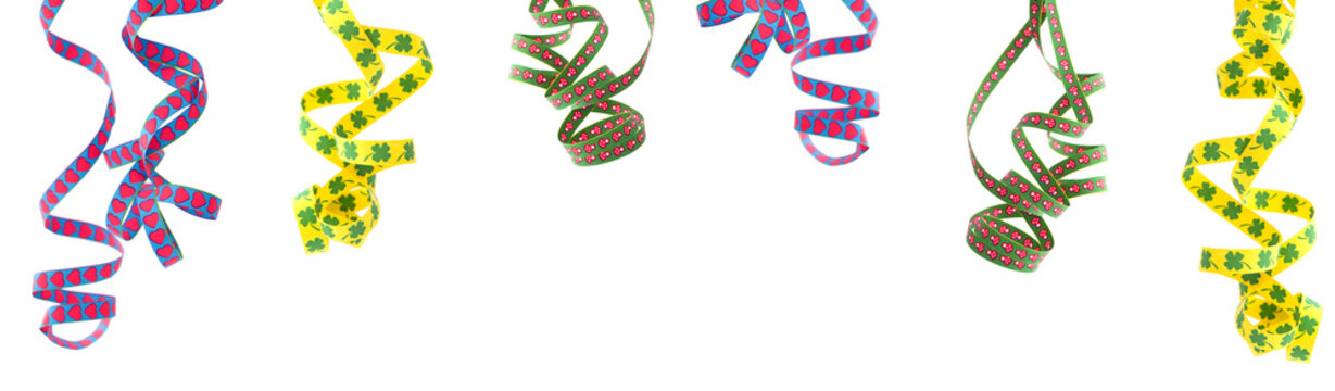 sechs luftschlangen, freigestellt, klassische farben