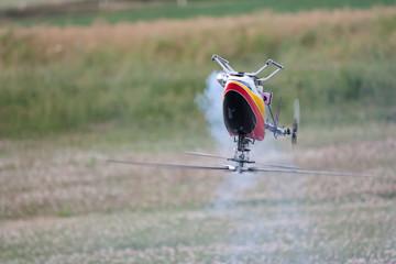 Hélicoptère miniature en voltige 3D