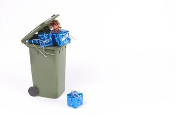 Regalos en la basura