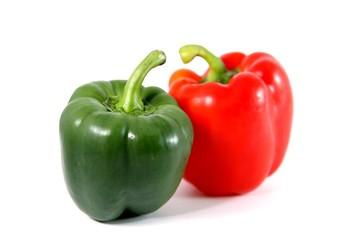 poivron rouge et vert sur fond blanc