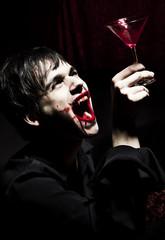 Blut trinkender Vampir