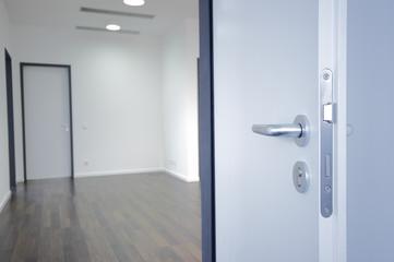 offene Zimmer-Tür