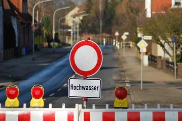 Straßensperre Hochwasser