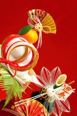 正月 鏡餅 門松 並ぶ縁起物 縦