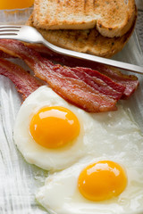 eggs with bacon-uova con bacon