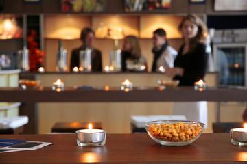 Erdnüsse zum Knabbern In einer Bar