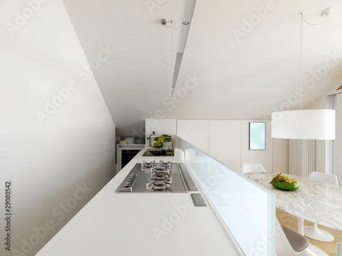 Moderna cucina bianca in mansarda immagini e fotografie - Abbonamento cucina moderna ...