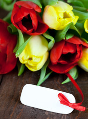 Blumen mit Schild