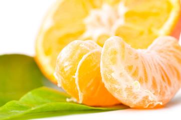 Photo sur Aluminium Tranches de fruits fresh mandarin isolated on white