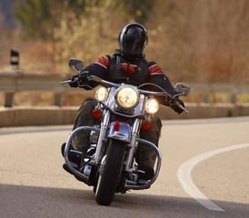 Motociclista con Harley Davidson