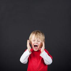 schreiendes kleines kind