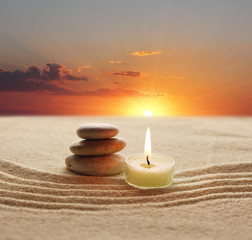 Foto op Plexiglas Stenen in het Zand stack of stones and candle light