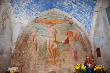 interno antica chiesetta medievale