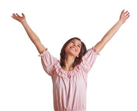 glückliche Frau streckt Arme nach oben