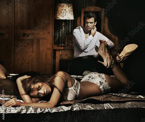 Любительница потрахаться в эротических снимках в комнате  184481