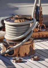 voilier de luxe winch et cordes détail