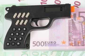 Пистолет калькулятор и 50 тысяч евро