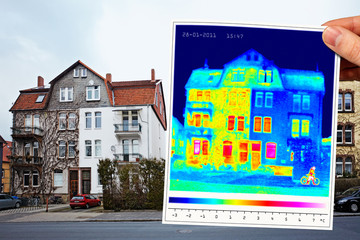 thermal imaging of a half isolated apartment building