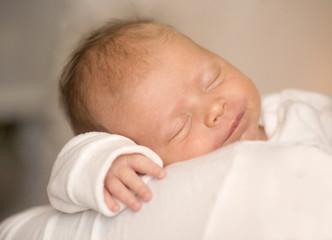 lächelndes träumendes Baby
