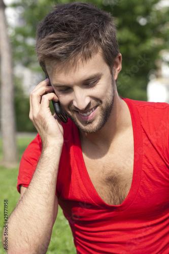 jeune homme sexy avec portable la mode photo libre de droits sur la banque d 39 images fotolia. Black Bedroom Furniture Sets. Home Design Ideas