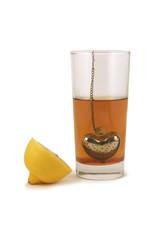 чай в стакане с лимоном