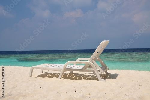 liegestuhl am strand mit meerblick auf den malediven stockfotos und lizenzfreie bilder auf. Black Bedroom Furniture Sets. Home Design Ideas