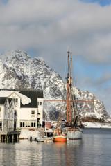 Old sailor docking