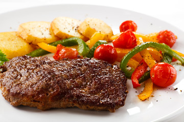 Grilled steak and vegetables