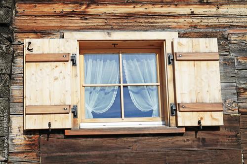fensterl den stockfotos und lizenzfreie bilder auf. Black Bedroom Furniture Sets. Home Design Ideas