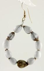 pendants d'oreilles nature en graines de Coix lacryma jobi