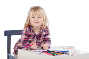 kindergartenkind malt ein bild