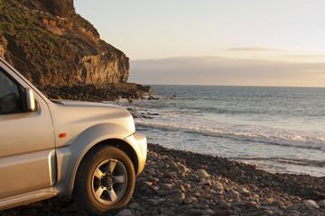 Offroad Jeep Safari im Sonnenuntergang