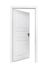 Geöffnete Tür vor weißem Hintergrund