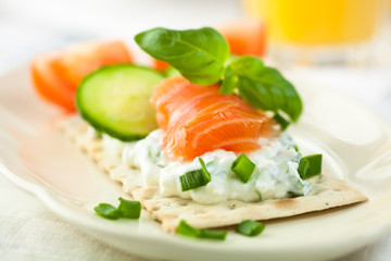 Crispbread with smoked salmon and quark