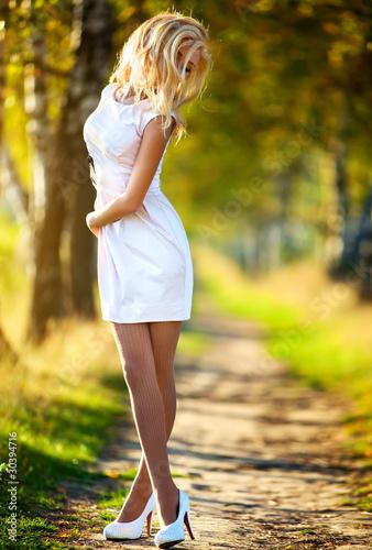foto-blondinok-v-korotkom