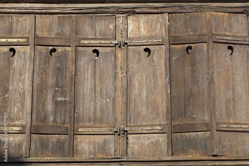 vieux volets en bois photo libre de droits sur la banque d 39 images image 30439180. Black Bedroom Furniture Sets. Home Design Ideas