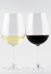 Vino bianco e vino rosso nel calice