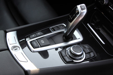 Automatic gearbox shifter