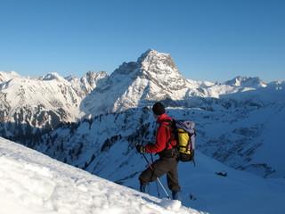Bergsteiger vor Widderstein im Aufstieg