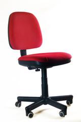 roter Bürostuhl vor weißem Hintergrund / red office chair in fro