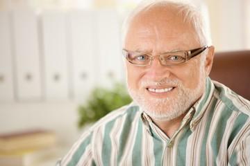Portrait of elderly man wearing glasses