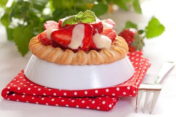 frisches Erdbeertörtchen