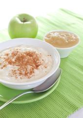 Milchreis und Apfelmus