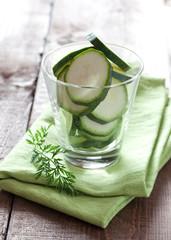 Zucchini im Glas