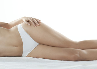 hanches et jambes de jeune femme