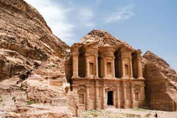 antiker Tempel in der Wüste von Petra, Jordanien